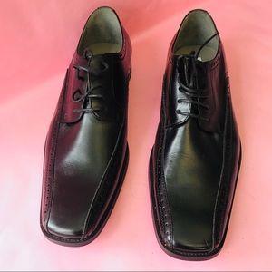 New black Steve Madden leather shoes